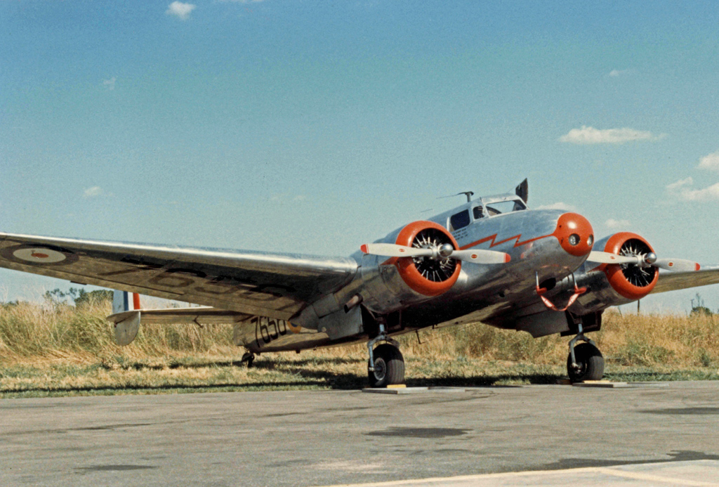 Lockheed_10A_N241M_7656_Denton_TX_26.07.86_edited-3.jpg