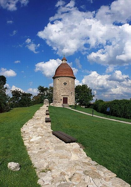 419px-Rotunda_in_skalica_-3[1].jpg