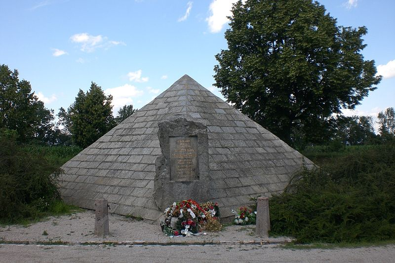 800px-Memorial_at_the_Place_of_an_Accident[1].jpg