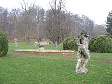 220px-Valec_Chateau_statues[1].JPG